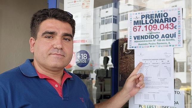 El dueño de la Administración de Lotería del Polígono de San Pablo en la que se ha vendido el mayor premio en la historia de la Lotería