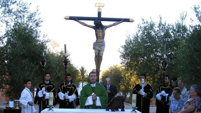 El Cristo de la Vera Cruz realizó una salida extraordinaria por el aniversario de los Hermanos Costaleros