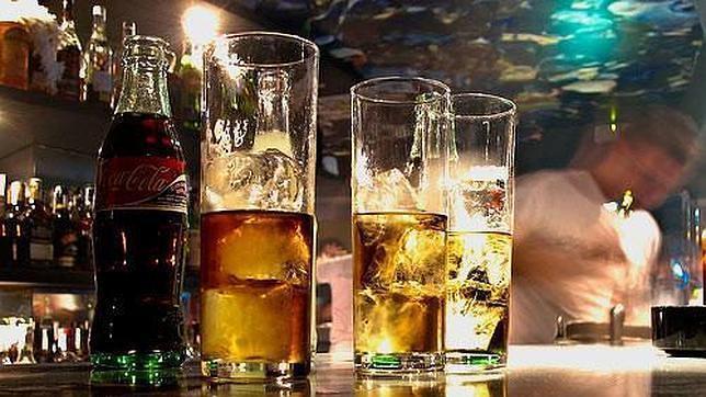 Los bares de copas tienen que pagar derechos de autor si reproducen música protegida por la SGAE