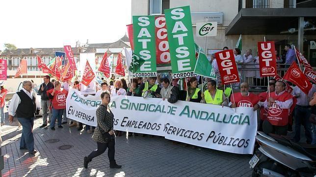 Protesta de los sindicatos en un centro de salud de Córdoba con motivo de la huelga de médicos