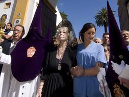 Los Gitanos cambió su horario para «visitar» a la duquesa en Dueñas