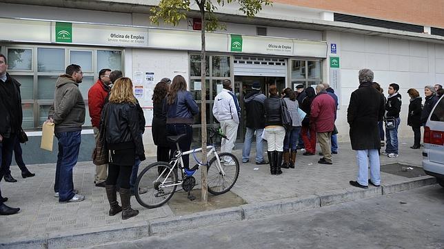 La Junta propone a parados que se vayan a trabajar al extranjero