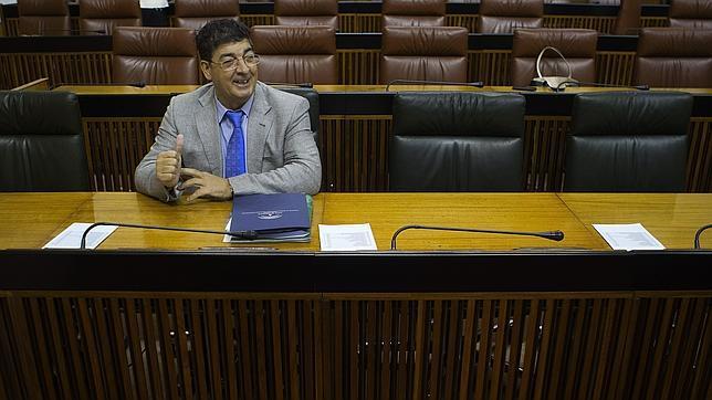 La Junta amenaza con sanciones a los ayuntamientos con símbolos franquistas