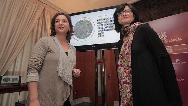 La alcaldesa y la edil de Infraestructuras durante la presentación del programa «Mi barrio es Córdoba»