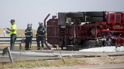 El vuelco de un camión cargado de gas propano obliga a