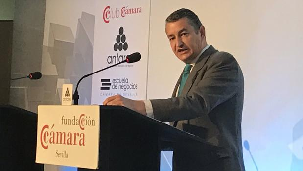 El delegado del Gobierno en Andalucía, Antonio Sanz, durante su comparecencia en el Club Antares