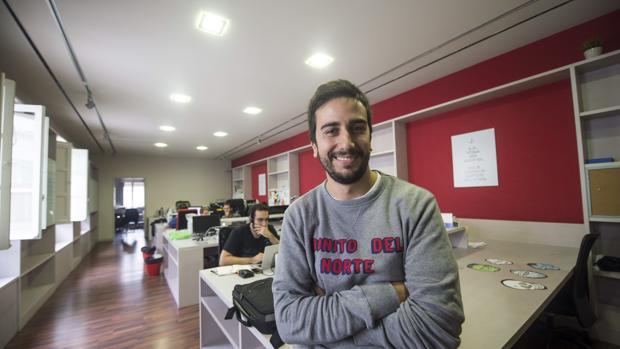 El director de Social Bro, Javier Burón, en la sede de la compañia
