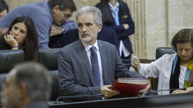 El consejero Aquilino Alonso durante un reciente debate en el Parlamento de Andalucía