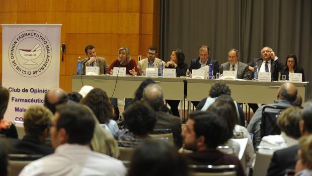 Mesa de políticos y distribuidores, moderada por el director de la edición Andalucía de ABC Fernando del Valle