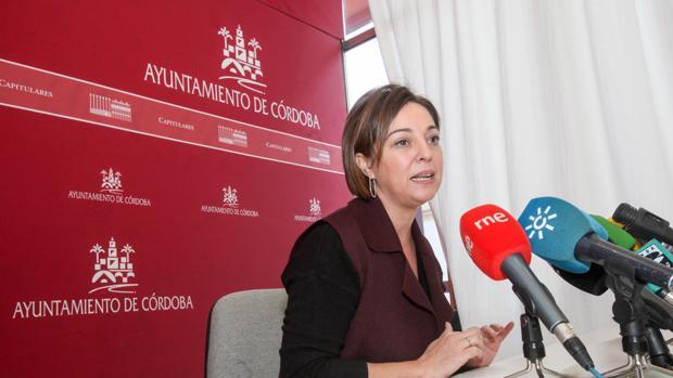 Isabel Ambrosio durante una rueda de prensa