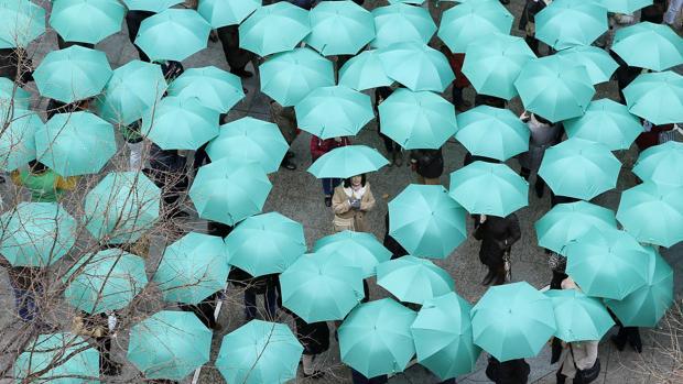 Paraguas verdes en Córdoba con motivo del Día Internacional del Cáncer