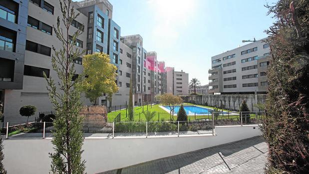 Zonas comunes de una urbanización del Norte de la capital