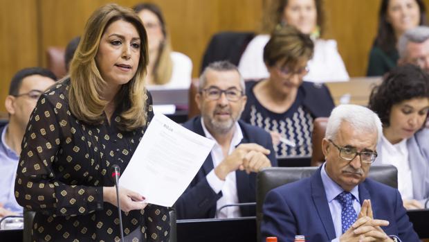 La presidenta de la Junta, Susana Díaz, durante el pleno de este jueves en el Parlamento de Andalucía