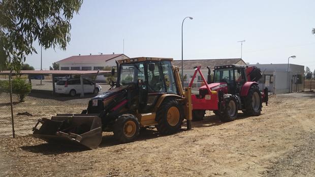 Dos excavadoras en el entorno del Parque Nacional de Doñana