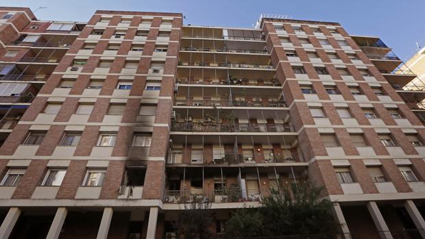 Bloque de pisos en el barrio sevillano de Los Remedios