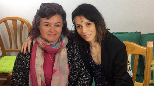 Ruth Ortiz con la directora del programa Sara William