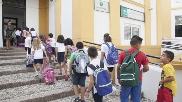 Comienzo del curso escolar para alumnos de la etapa de primaria en el colegio Colón de Córdoba