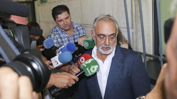 Fernando Villén, tras su declaración en los juzgados de Sevilla en octubre