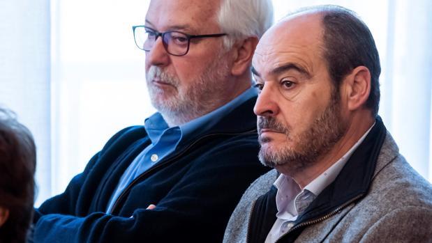 El ex secretario de Empleo Javier Aguado (i), y el ex director de Trabajo Juan Márquez