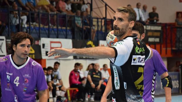 José Antonio Vázquez «Chispi» se prepara para realizar un lanzamiento