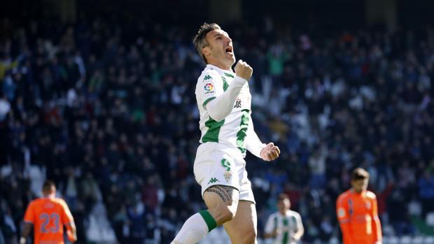Piovaccari celebrando un gol
