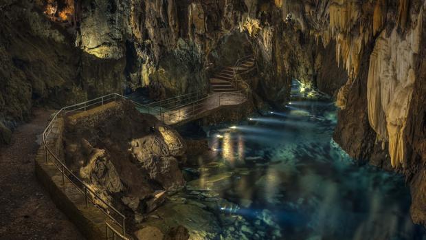Una de las salas de la gruta de Aracena
