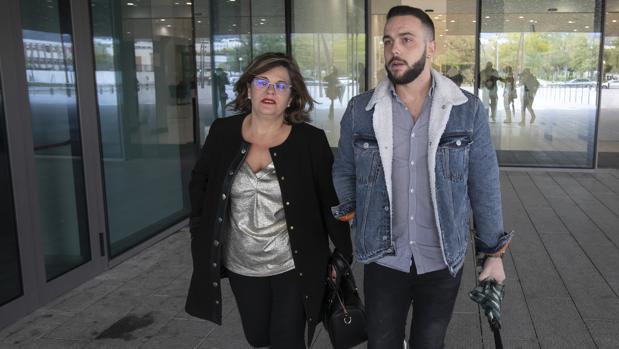 Ángeles Muñoz y Cristian Menacho, en el juzgado