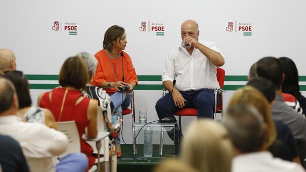 Isabel Ambrosio y Antonio Ruiz, en un encuentro