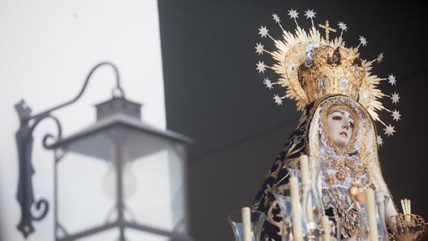 La Virgen de los Dolores de Córdoba, en su paso un Viernes Santo