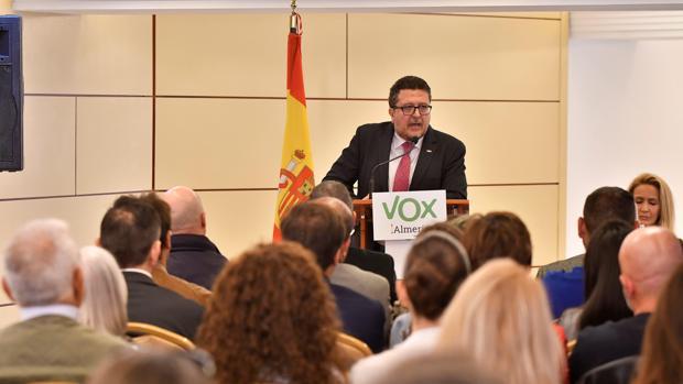 El exjuez de Familia el viernes 5 de abril en un acto del partido en Almería
