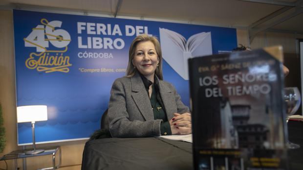 La escritora Eva García Sáenz en la presentación de su último libro