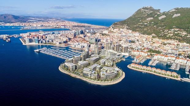 En primer plano, recreación virtual del proyecto que Gibraltar anuncia para la zona oeste del Peñón