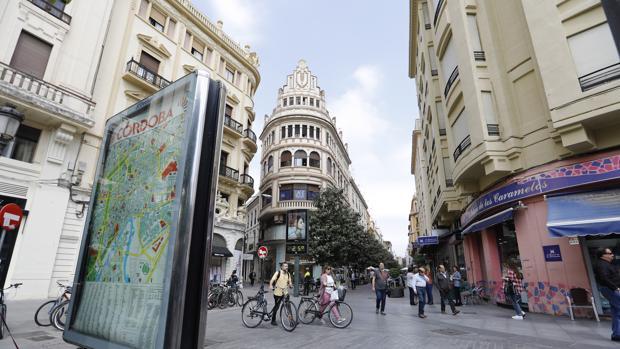 La calle Cruz Conde, desde las Tendillas