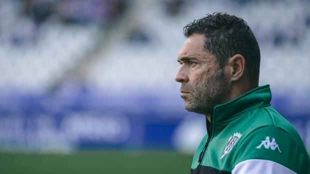 Rafa Navarro, con semblante serio en el Tartiere