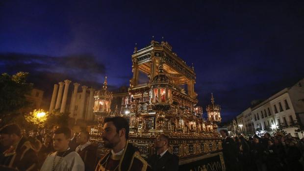 El Señor del Santo Sepulcro, en el Viernes Santo de la Semana Santa de Córdoba 2019