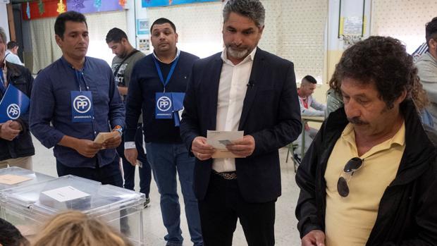 Juan José Cortés, votando este domingo en Huelva
