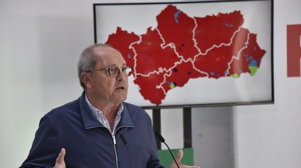 El secretario de Organización del PSOE de Andalucía, Juan Cornejo, este lunes en la sede del PSOE
