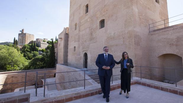 Pablo García y Rocío Díaz han visitado Torre Bermejas, frente a la Torre de la Vela de la Alhambra