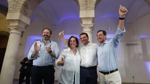 Bellido junto a Adolfo Molina, Blanca Torrant y Juanma Moreno