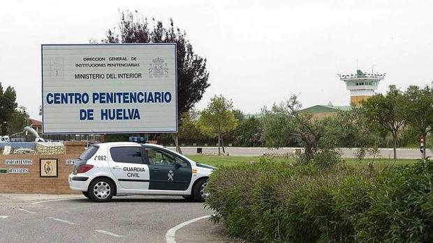 Entrada a la cárcel de Huelva