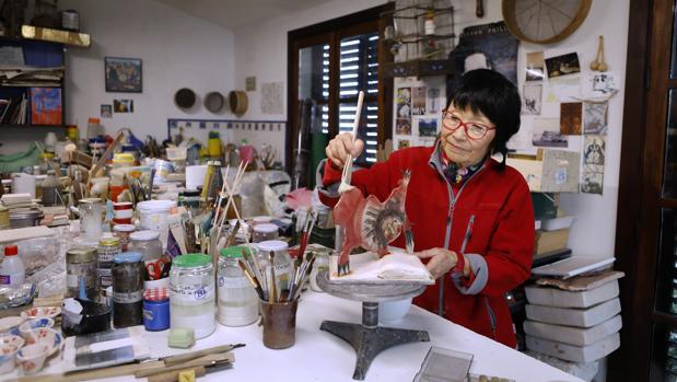 Hisae Yanase, trabajando en su estudio de Córdoba, en noviembre de 2018