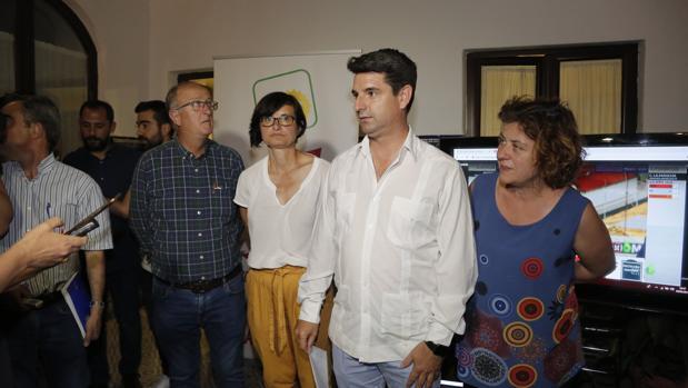 Pedro García en la sede de IU tras conocer los resultados electorales