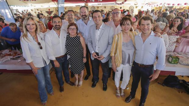Bellido, en el centro, ayer en la Feria de Córdoba