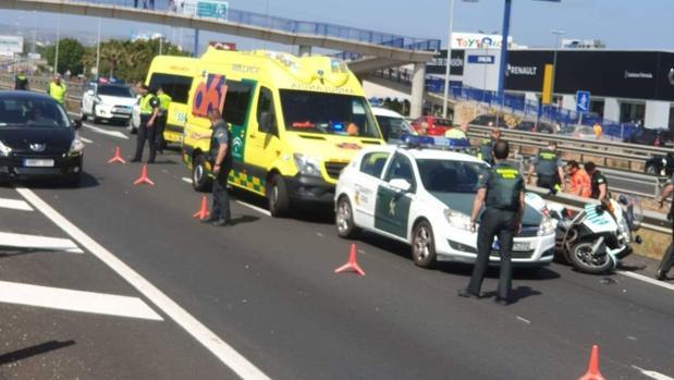 Imagen del dispositivo sanitario y de tráfico desplegado tras el accidente