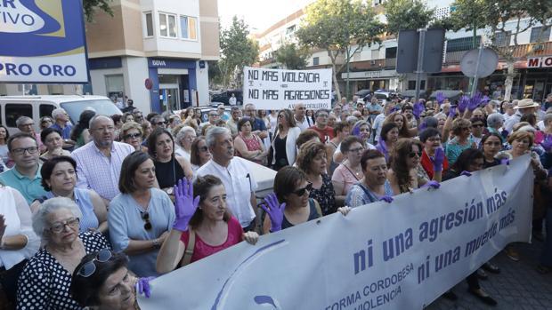 Concentración en Valdeolleros por la muerte de Ana Lucia da Silva