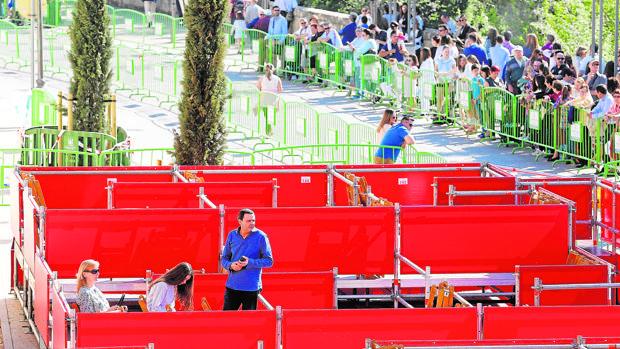 Montaje de los palcos de la Semana Santa de 2017