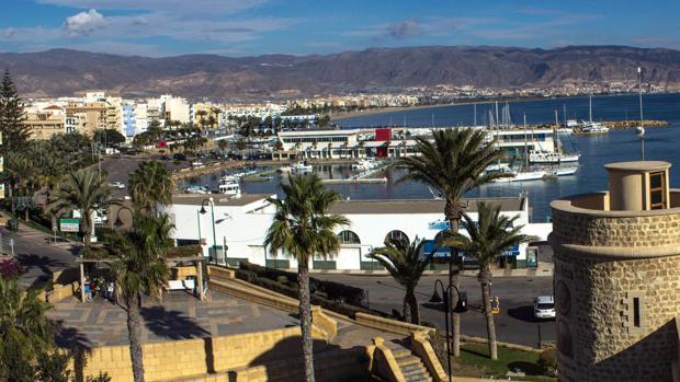 Vista del puerto pesquero de Roquetas de Mar.
