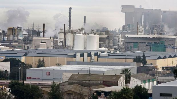 Vista parcial de empresas industriales de Huelva