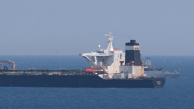 Imagen del petrolero «Grace 1», retenido en las aguas que rodean Gibraltar