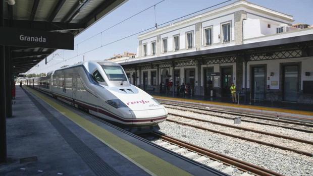 El AVE de Granada, el más lento de España, ha sufrido un nuevo retraso.